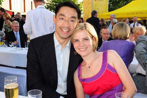 Phút giây hạnh phúc của vợ chồng nguyên Phó Thủ tướng Đức Philipp Roesler