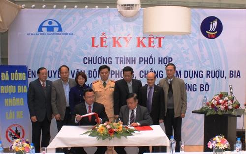 Lễ ký kết hợp tác giữa Ủy ban ATGT Quốc gia và Hiệp hội Bia - Rượu - Nước giải khát Việt Nam