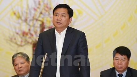Ông Đinh La Thăng cho rằng, lời hứa duy nhất, như một món nợ ông chưa thực hiện được với người dân là tuyến đường sắt tốc độ cao Bắc-Nam. 5