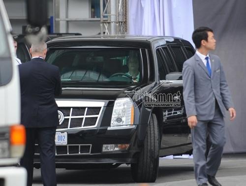 Người lái chiếc xe Cadillac One tại Hà Nội lại là một nữ đặc vụ tóc vàng