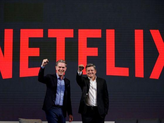 Reed Hastings - đồng sáng lập và là CEO của Netflix, cùng Ted Sarandos - Giám đốc Nội dung của Netflix tại hội nghị ở Seoul.