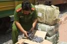 Tạm giữ 70 tấn hàng hóa Trung Quốc không rõ nguồn gốc trên 5 toa tàu