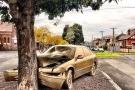 Chiếc ô tô tai nạn bỗng thành điểm du lịch nhờ được 'dát vàng'