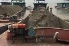Tạm giữ hàng chục tàu, thuyền khai thác cát trái phép trên sông Hồng