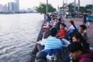 Quán cà phê máy lạnh, bờ sông Sài Gòn hốt bạc nhờ nắng nóng