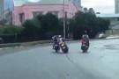Ngáo đá chặn đường cướp xe trong lúc đi cùng bạn gái