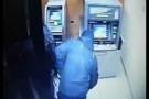 TP.HCM: Cạy phá trụ ATM trộm tiền còn rút dao tấn công bảo vệ