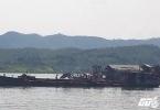 Hàng trăm tàu cuốc ngang nhiên giăng kín sông Đà hút cát, xã hội đen vào tận nhà đe doạ dân