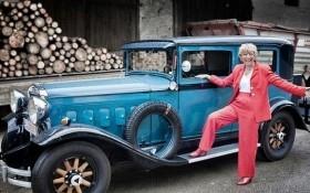 Nữ doanh nhân 77 tuổi đi vòng quanh thế giới với chiếc xe cổ