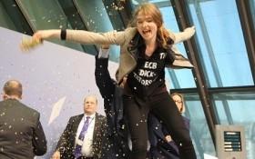 Chủ tịch Ngân hàng Trung ương châu Âu bị phụ nữ tấn công
