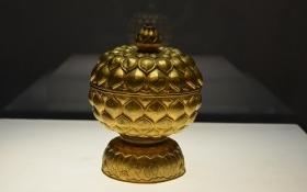 Tinh tế vẻ đẹp hoa sen trên cổ vật bằng vàng