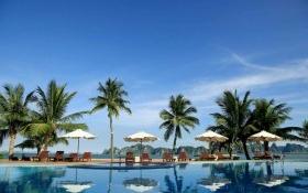 Bên trong khu nghỉ dưỡng chúa đảo mời dân ăn ở miễn phí