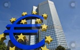 ECB hạ lãi suất thấp kỉ lục