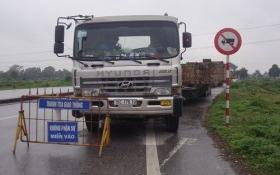 Đoàn xe quá khủng bị 'phục kích' ở Nam Định