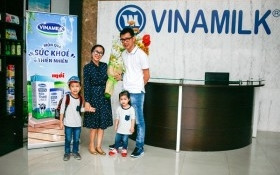 """""""Theo chân"""" gia đình Ốc Thanh Vân khám phá nhà máy sữa số 1 Việt Nam"""