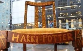 """Chiếc ghế cũ của """"mẹ đẻ"""" Harry Potter có giá gần 9 tỷ"""