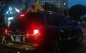 Phó Chủ tịch tỉnh Hậu Giang gắn biển xanh cho xe Lexus đi mượn