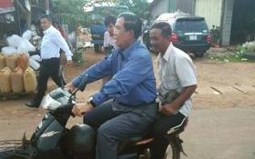 Thủ tướng Campuchia bị trung úy CSGT 'thổi phạt' vì không đội mũ bảo hiểm