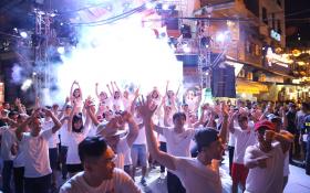 Phố cổ Hà Nội tưng bừng cùng chuỗi sự kiện âm nhạc đường phố của bia Hà Nội.