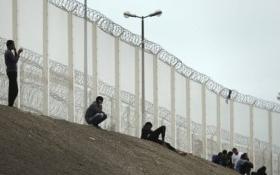 Anh chi 2,7 triệu euro xây tường 4m ngăn người di cư