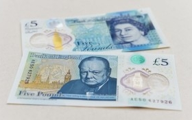 Anh lần đầu tiên phát hành tiền polymer