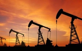 OPEC bất ngờ giảm sản lượng dầu mỏ, giá dầu nhảy vọt