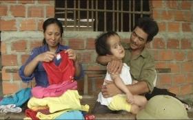 Cuộc sống túng quẫn của anh phụ xây kiếm tiền chữa bệnh cho con