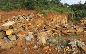 Mỏ đá trái phép cách trụ sở UBND hơn 1km, lãnh đạo không hề hay biết?