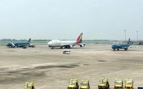 Trục xuất 1 khách Trung Quốc vì 'lục đồ của người khác' trên máy bay