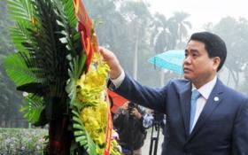Chủ tịch Hà Nội Nguyễn Đức Chung dâng hoa tưởng niệm tại tượng đài Lê Nin
