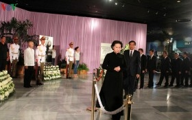 Chủ tịch Quốc hội dẫn đầu Đoàn đại biểu Đảng và Nhà nước Việt Nam viếng lãnh tụ Fidel Castro