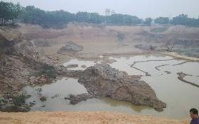 Khai thác trái phép hàng triệu mét khối đất nằm sát sân bay Nội Bài