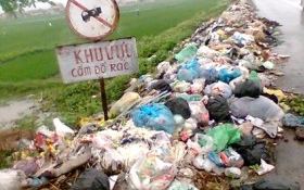 Vứt rác bừa bãi nơi công cộng sẽ bị phạt từ 5-7 triệu đồng