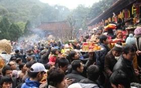 Hạ bậc lương Giám đốc trung tâm Hỗ trợ Xuất khẩu đi lễ chùa