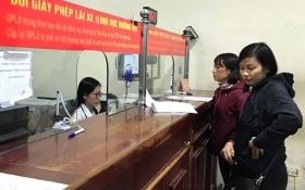 Hà Nội yêu cầu cán bộ chào hỏi, tươi cười khi tiếp dân