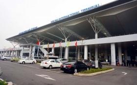 Tạm đình chỉ nhân viên an ninh hàng không bị tố nhặt được 5.200 USD mà không trả