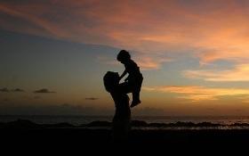 Các bạn trẻ thể hiện lòng biết ơn đấng sinh thành trong ngày của Mẹ