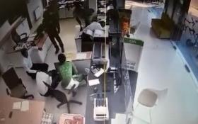 Clip: Toàn cảnh vụ cướp ngân hàng táo tợn tại Trà Vinh