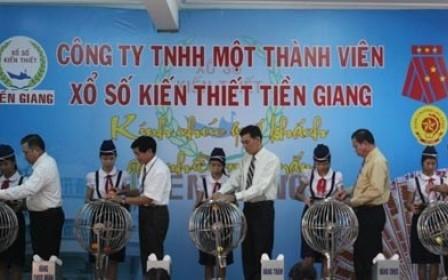 Lương nhân viên Xổ số Tiền Giang hơn 30 triệu đồng một tháng