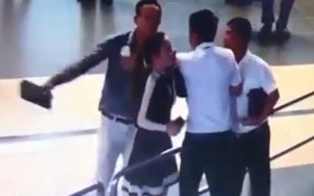 Nữ nhân viên Vietnam Airlines bị hai hành khách nam hành hung